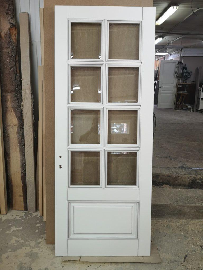 Межкомнатные двери из массива со стеклом
